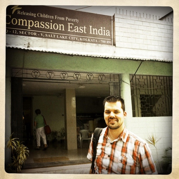 Wouter bij kantoor Compassion East India