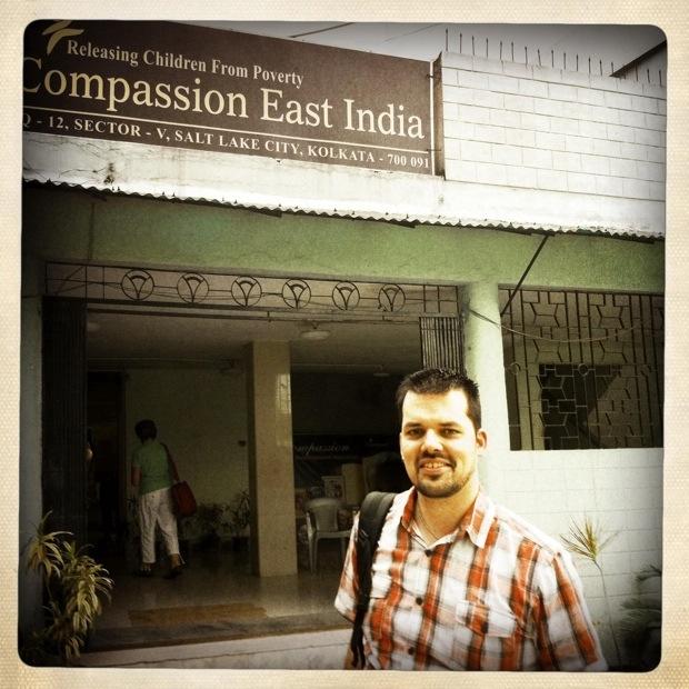 Wouter voor kantoor Compassion East India