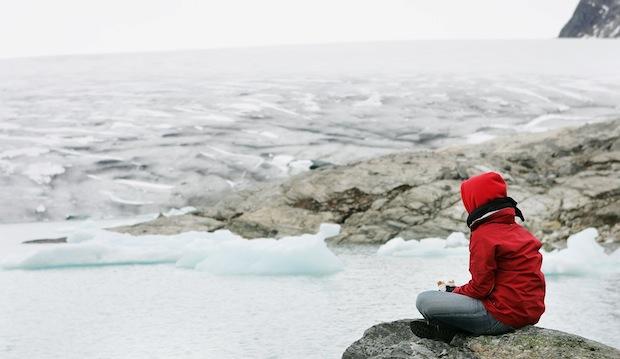 Uitkijken over ijzige zee