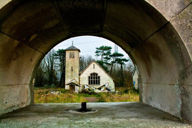 Verlaten kerk Boys Village