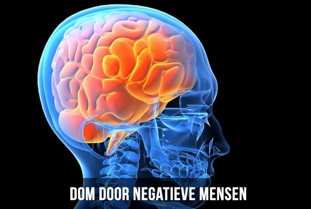 dom door negatieve mensen