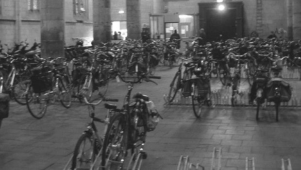 fietsen in de kerk