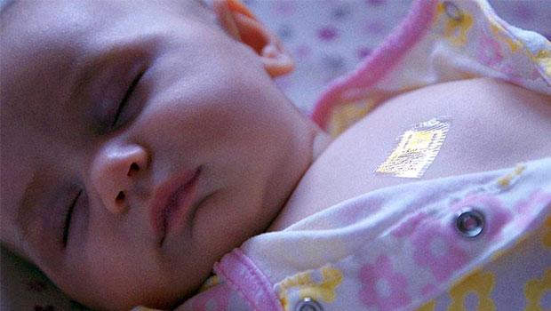 elektronische tatoeage bij baby