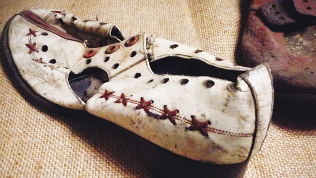 de schoenen van esther (Auschwitz)