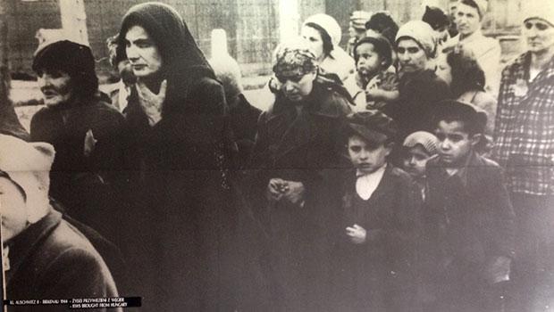 Auschwitz, vrouwen en kinderen gaan direct na aankomst naar de gaskamers