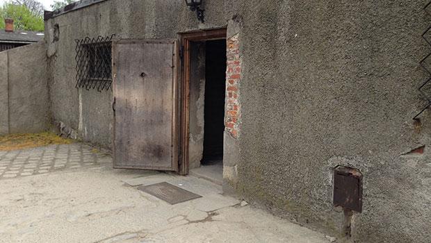 Ingang gaskamer in Auschwitz kamp 1