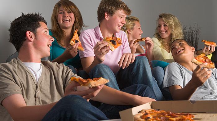samen pizza eten