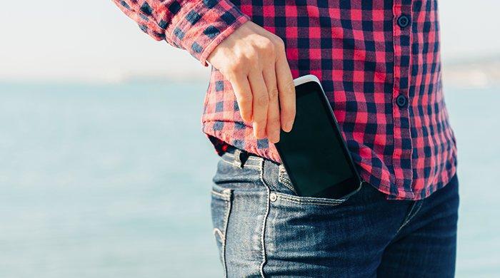 smartphone uit broekzak