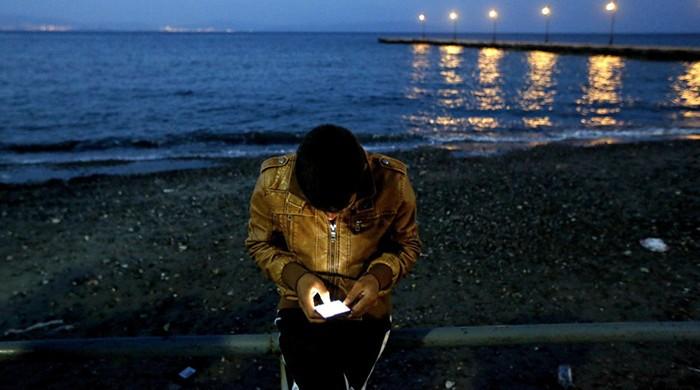 vluchteling met smartphone