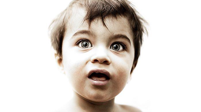 grote ogen van een kind