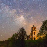 kerkje in de sterrennacht