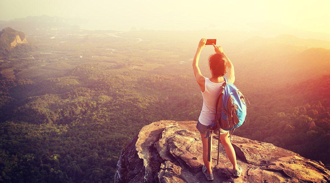 vrouw op een bergtop