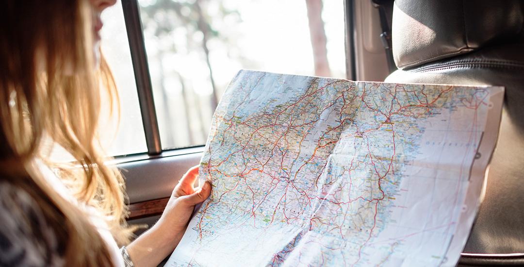 reiziger met routekaart