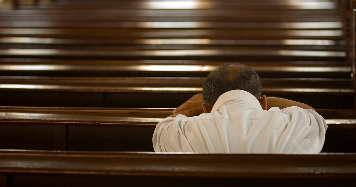 Eenzaam-in-de-kerk-1