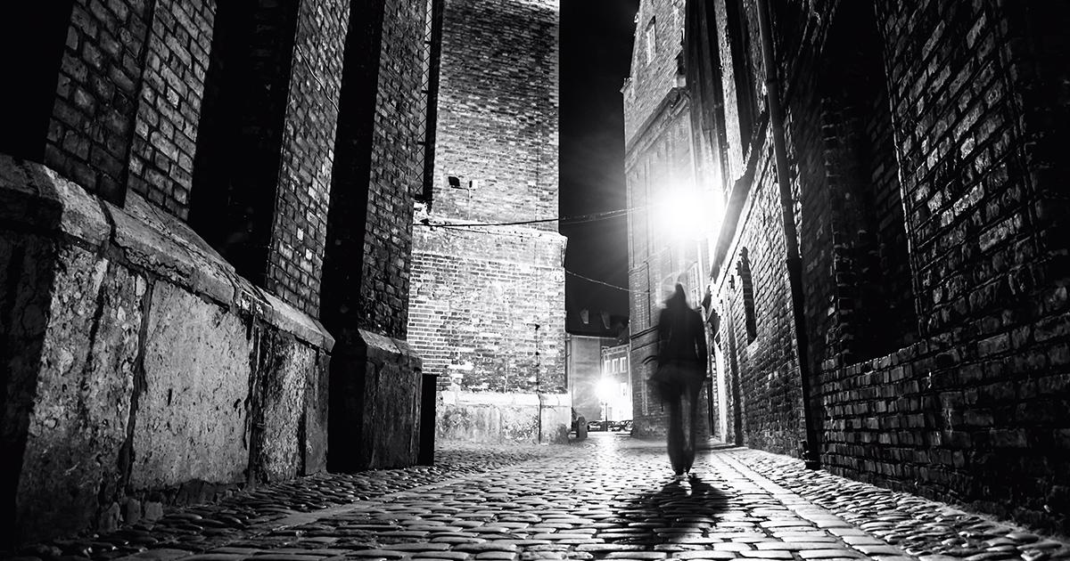 Wandelend-door-het-donker