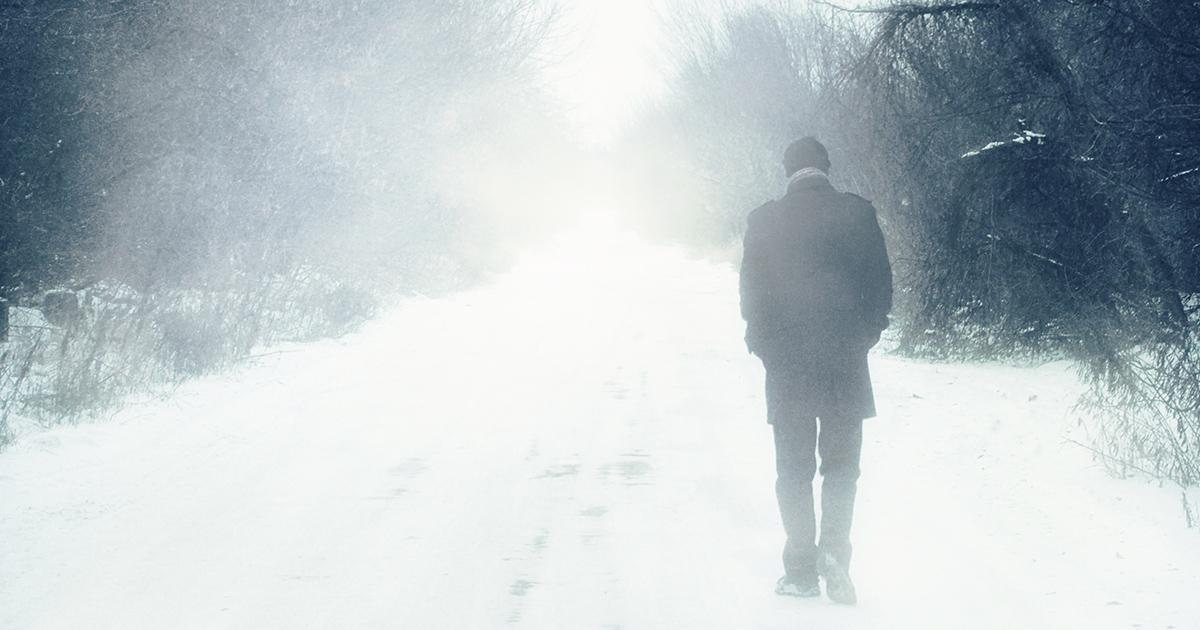 Wandelend-in-de-sneeuw