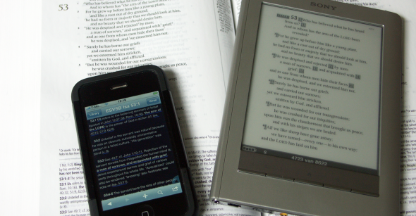 ESV Study Bible op papier, iPhone en eReader